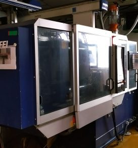 Lot 125: Injection molding machine