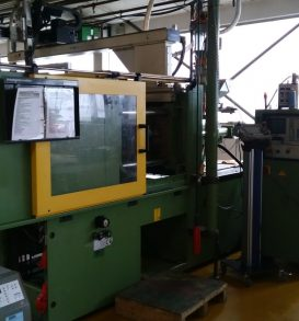 Lot 148: Injection molding machine