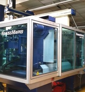 Lot 164: Injection molding machine