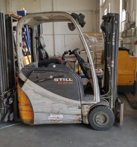 42: Electric forklift