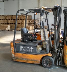 43: Electric forklift