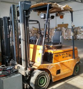 44: Electric forklift