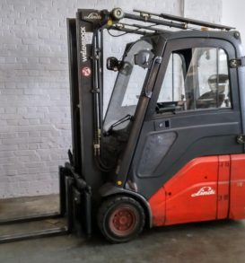 51: Electric forklift