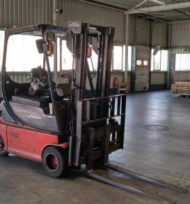 57: Electric forklift