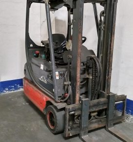 77: Electric forklift